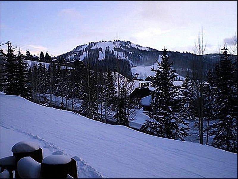 Ski In / Ski Out Location - Beautiful Hillside Condo - Fantastic Views (24584) - Park City - rentals