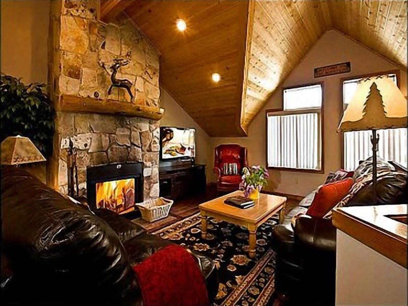 This Spacious Living Room has Vaulted Ceilings and a Cozy Stone Fireplace - Expansive Vistas - Minutes to Historic Main Street (24667) - Park City - rentals
