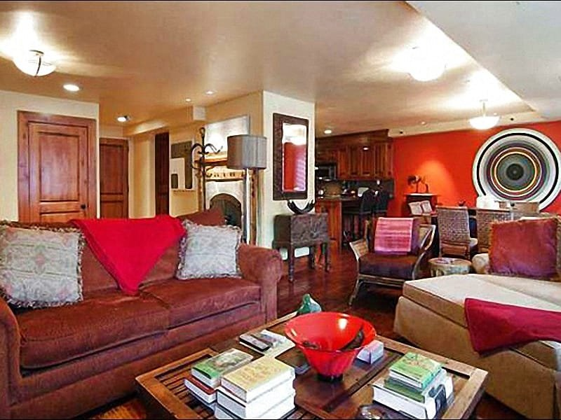 Contemporary Decor Throughout - Free Shuttle Nearby - Close to Restaurants and Shopping (24681) - Park City - rentals