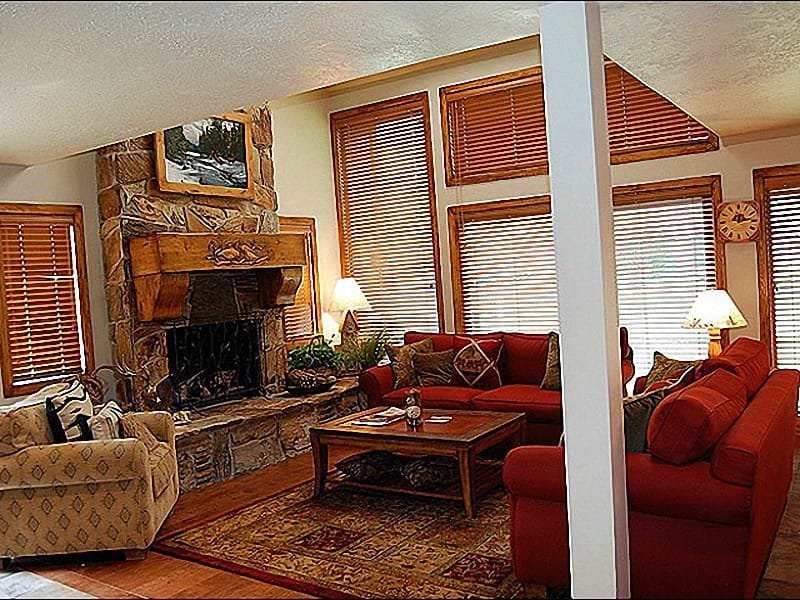 Spacious and Open Living Room - Upgraded Kitchen and Flooring - Vaulted Ceilings in the Living Room (24692) - Park City - rentals