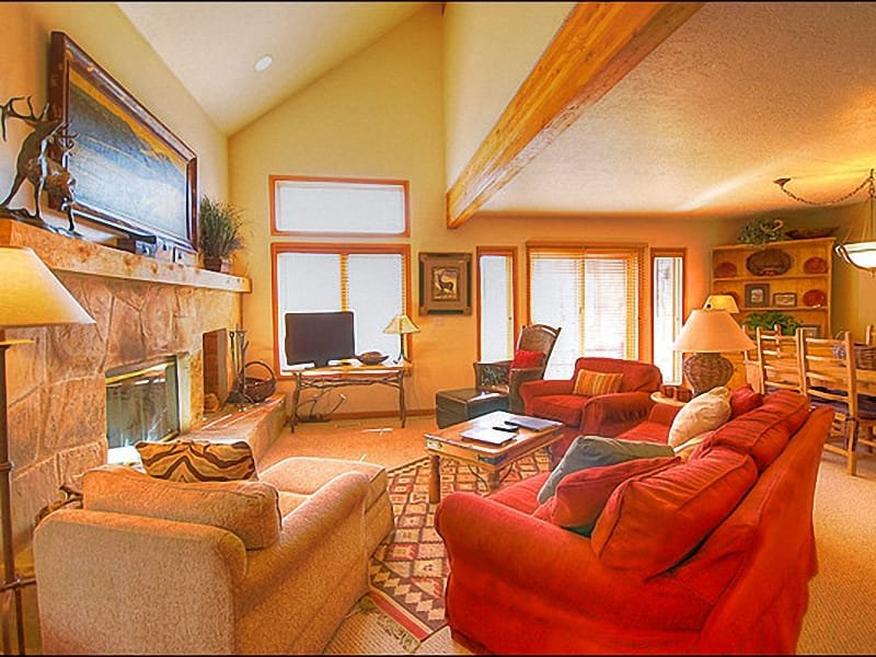 This Living Room has Vaulted Ceilings and a Stone Fireplace - Great Mountain Views - Fantastic Home Away From Home (24789) - Park City - rentals