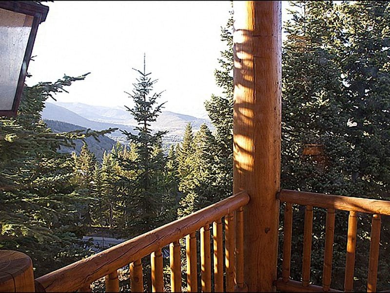 Enjoy the Great Views From the Deck and the Convenience of Ski In/Ski Out Access - Easy Slope Access - Amazing Views of Surrounding Mountains (24791) - Park City - rentals