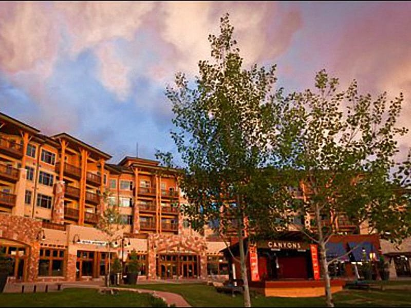 Great Location in the Resort Village - Cozy Sundial Lodge Studio - Beautiful Decor & Furnishings (24898) - Park City - rentals