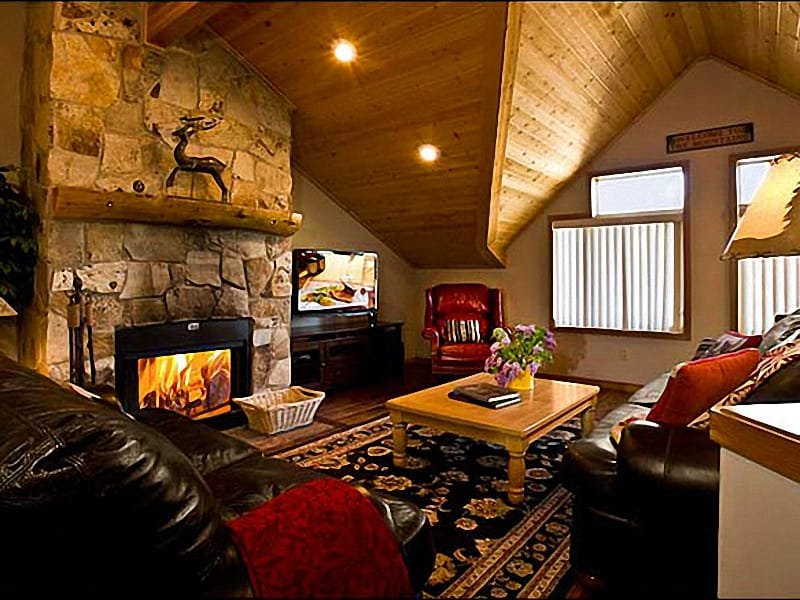 This Spacious Living Room has Vaulted Ceilings and a Cozy Stone Fireplace - Expansive Vistas - Minutes to Historic Main Street (24903) - Park City - rentals