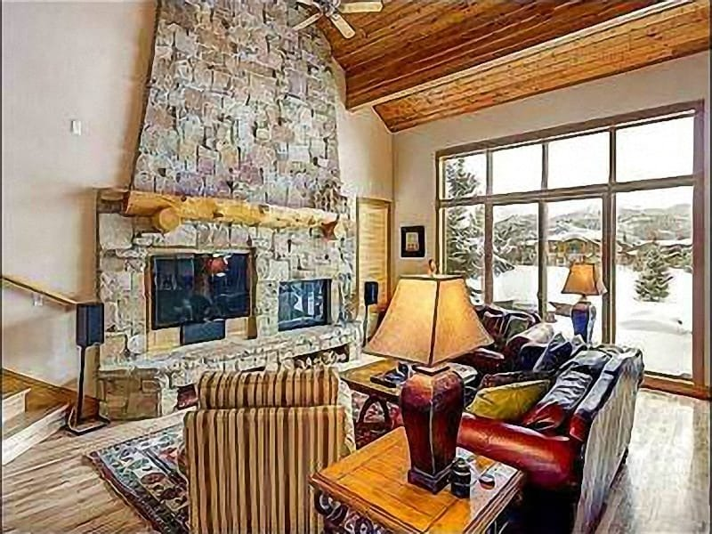 Spacious Living Room Features a Flat-Screen TV and Wood-Burning Fireplace - Redecorated & Refurnished Vacation Home - In the Park Meadows Area (24954) - Park City - rentals