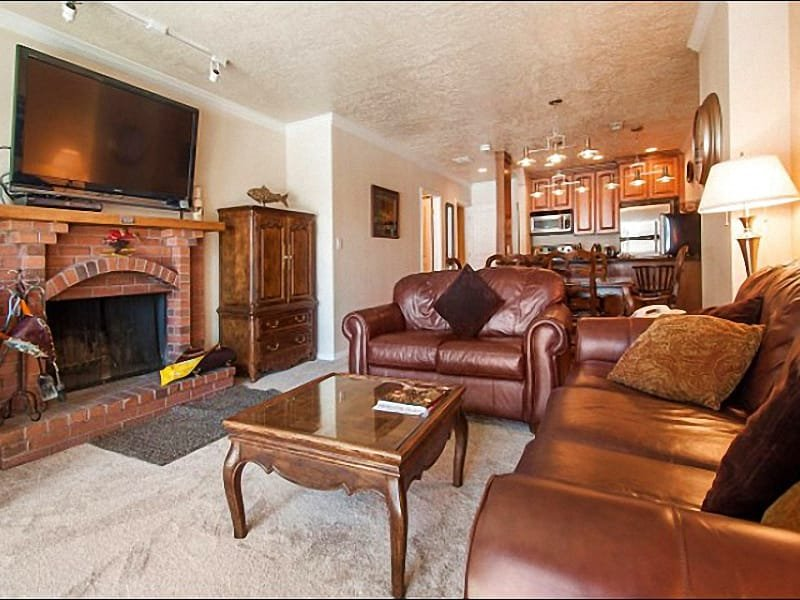 Open Layout Between the Dining Area and Living Room - Updated & Refurnished Condo - Great Location at the Base of the Resort (25005) - Park City - rentals