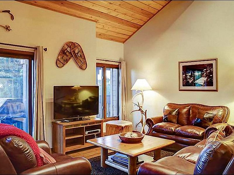 Living Room Boasts Vaulted Ceilings, Leather Furnishings, and an HDTV - One of the Largest Ridgepoint Condos - Great Location in Silver Lake (25009) - Park City - rentals