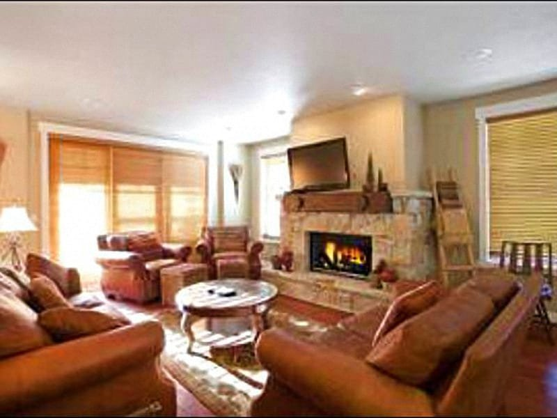 Living Room Boasts a Flat-Screen TV and Fireplace - Upscale Furnishings & Amenities - Perfect for Winter & Summer Vacations (25023) - Park City - rentals