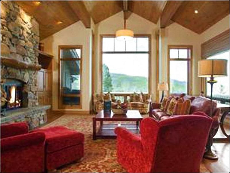 Vaulted Ceilings, Mountain Views, and a Gas Fireplace in the Living Room - In the Exclusive BelleArbor Neighborhood - Just a Short Drive from Main Street (25030) - Park City - rentals