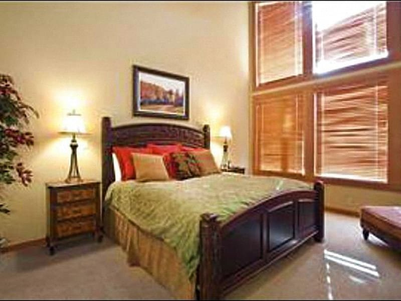 King Bed and Private Bath in the Master Bedroom - Lovely Sterlingwood Townhome - Magnificent Resort Views (25031) - Park City - rentals