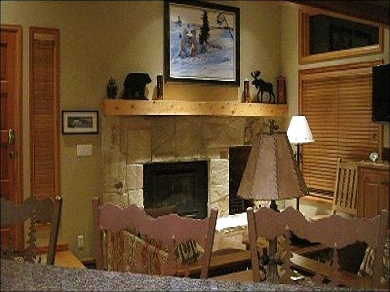 Living Room Boasts a Gas Fireplace and Flat-Screen TV - Professionally Designed & Updated Interior - Gorgeous Slope Views (25047) - Park City - rentals