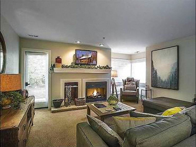 Living Room with Wood Burning Fireplace - Charming Wood burning Fireplace - Cable/Satellite with DVD and VCR (25131) - Park City - rentals