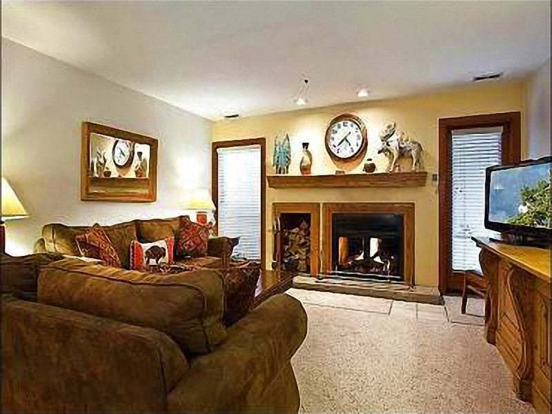 Living Room with Wood Burning Fireplace - Spacious Park City Loft - Perfect Location (25130) - Park City - rentals