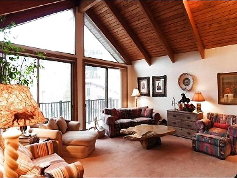 Living Room has Vaulted Ceilings and Floor to Ceiling Windows - Views of Deer Valley Mountain - Short Walk to the Free Shuttle (25157) - Park City - rentals