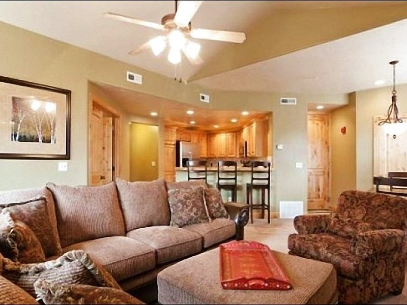Modern Living Room has Comfortable Couches - Incredible Mountain Scenery - Short Walk to Free Shuttle, Shops & Dining (25161) - Park City - rentals