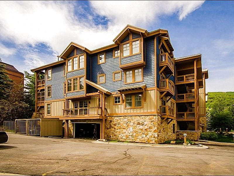 Beautiful Condo Exterior - Beautiful Mountain Views - Short Walk to Main Street Shopping & Dining (25162) - Park City - rentals