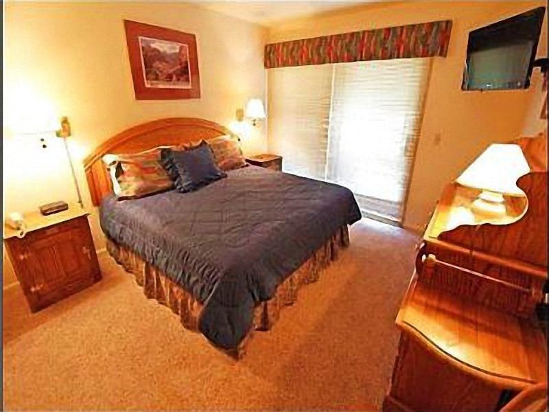 Master Bedroom with King Bed and Large Flat Screen TV - 24 Hour On-Site Reception Desk - On-Site Fitness Center (25164) - Park City - rentals