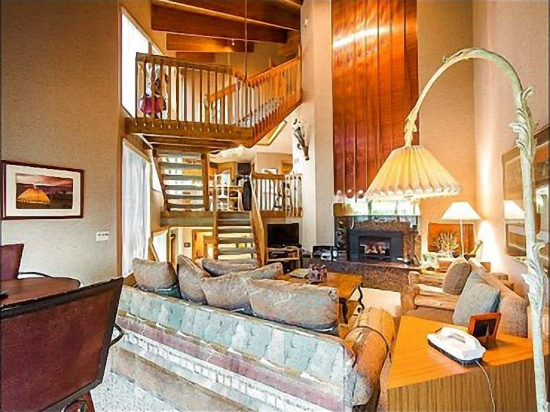 Spacious Living Room with Stone Fireplace - Perfect for Family Reunions or Corporate Trips - Beautiful Mountain Views (25181) - Park City - rentals