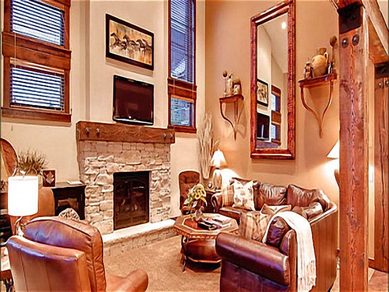 Elegant Living Room has a Gas Fireplace and Flat Screen TV - High End Furnishings and Appliances - Complimentary Bus Service (25184) - Park City - rentals