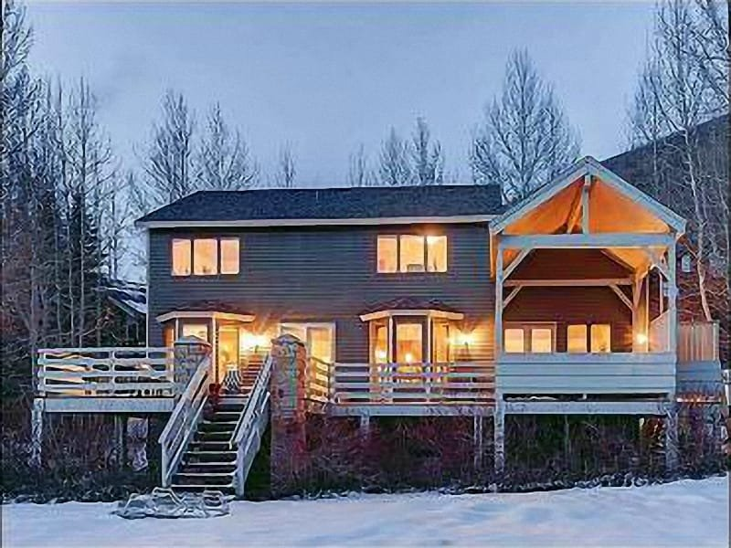 Exterior Twilight View - Perfect for Large Family Gatherings or Corporate Meetings - Scenic Mountain Views (25188) - Park City - rentals