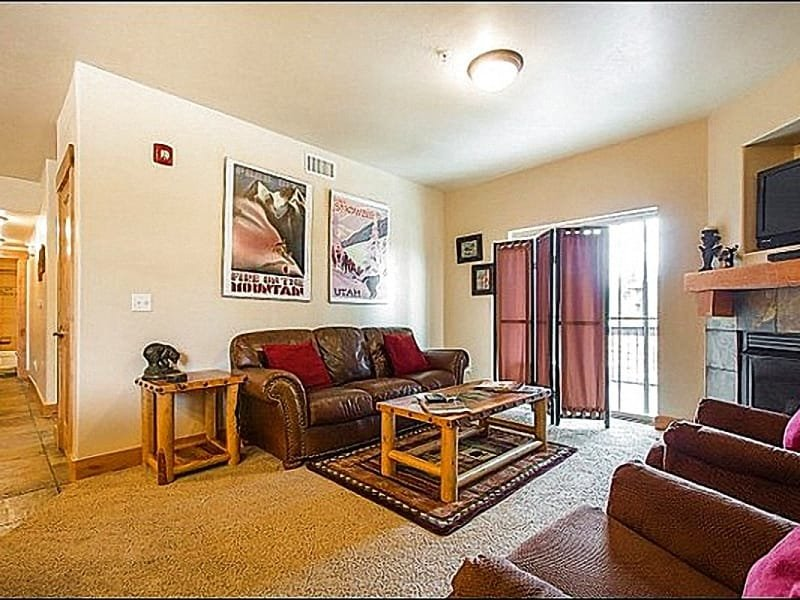 Living Room has a Gas Fireplace and Flat Screen TV - Walk to Redstone Villlage Shops & Restaurants - Ten Minute Drive to Park City's Main Street (25228) - Park City - rentals