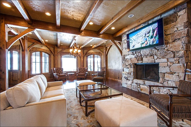 Exquisite Living Room has a Stone Fireplace and Flat Screen TV - Stunning Landscape Views - Custom Furnishings & High End Finishes (25221) - Park City - rentals
