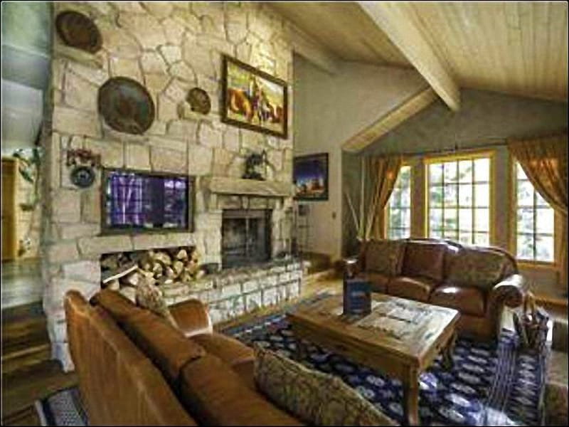 Vaulted Ceilings, a Wood-Burning Fireplace, and Flat-Screen TV in the Living Room - Luxury Home with Gorgeous Finishes - Located in the Solamere Subdivision (25231) - Park City - rentals