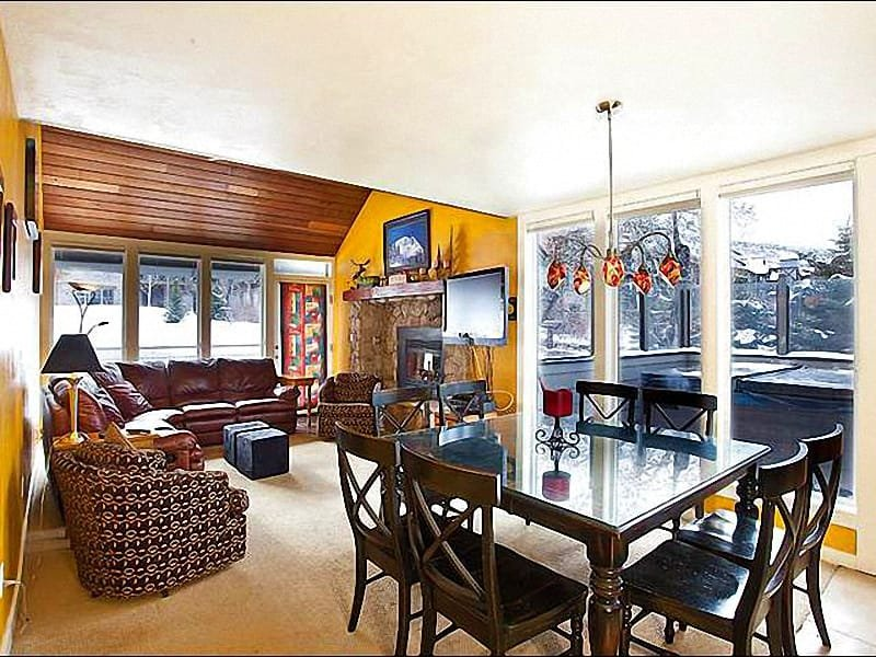 Gas Fireplace and a Flat-Screen TV in the Sunny Living Room - Bright, Cheerful Decor Throughout - Two Miles from Main Street (25241) - Park City - rentals