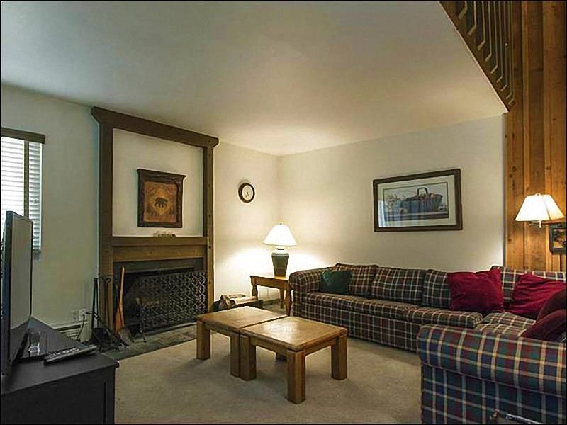 Living Room Features a Flat-Screen TV and Fireplace - Charming Hidden Creek Townhome - Short Drive from Redstone Plaza (25256) - Park City - rentals
