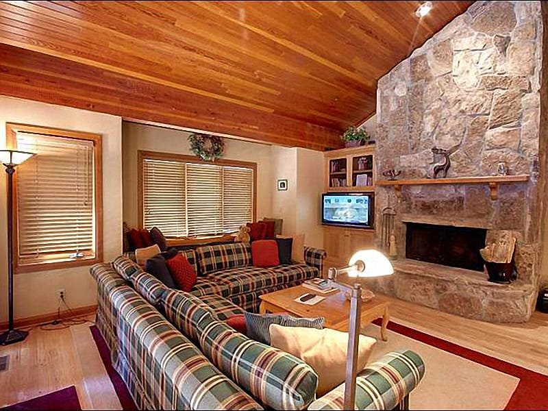 Living Room Includes a Wood-Burning Fireplace, Flat-Screen TV, and Vaulted Ceilings - Convenient Location in Silver Lake - Spacious, Three-Level Layout (25266) - Park City - rentals