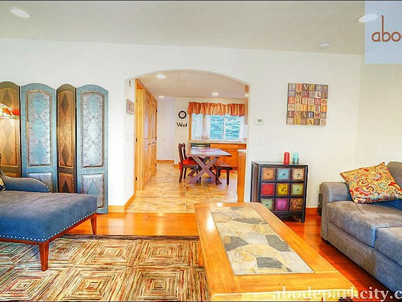 Contemporary Furnishings and Decor in the Living Room - In the Prestigious Park Meadows Neighborhood - Close to the Park City MARC - Park City - rentals