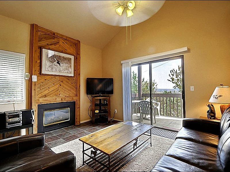 Living Room Includes a Flat-Screen TV, Gas Fireplace, and Leather Furnishings - Beautifully Appointed Condo - Easy Access to Shops and Restaurants (25269) - Park City - rentals