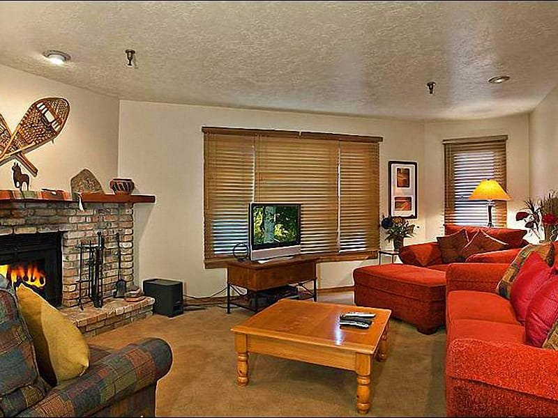 Wood-Burning Fireplace and a Flat-Screen TV in the Living Room - Cozy Ski Team Condo - Central Location on Park Avenue (25272) - Park City - rentals