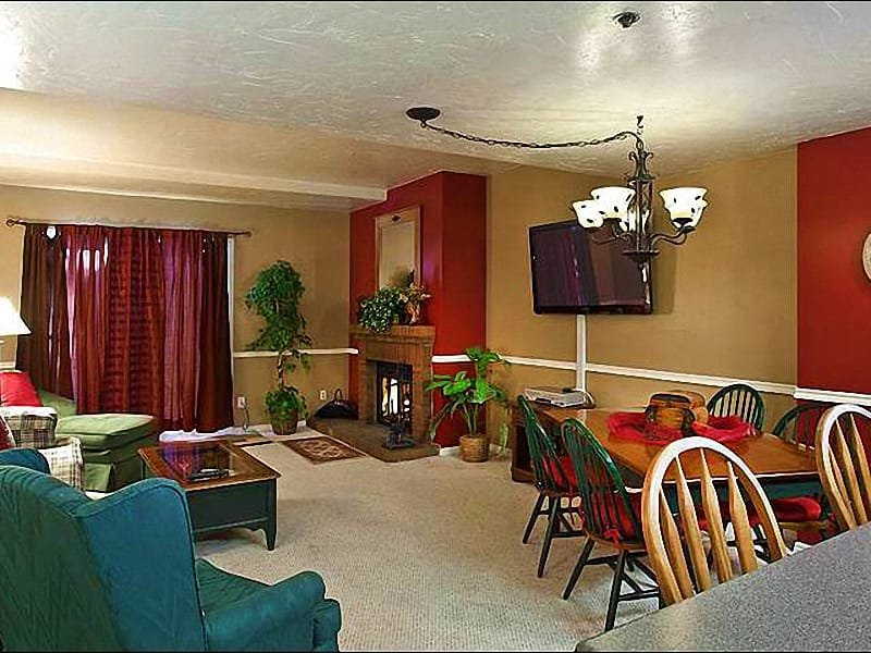 Living Room Features a Wood-Burning Fireplace and Flat-Screen TV - Perfect for Family Vacations - Great On-Site Amenities (25277) - Park City - rentals