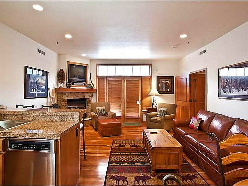 Leather Furnishings and a Gas Fireplace in the Living Room - Elegant Lift Lodge Condo - Located on Lower Main Street (25286) - Park City - rentals