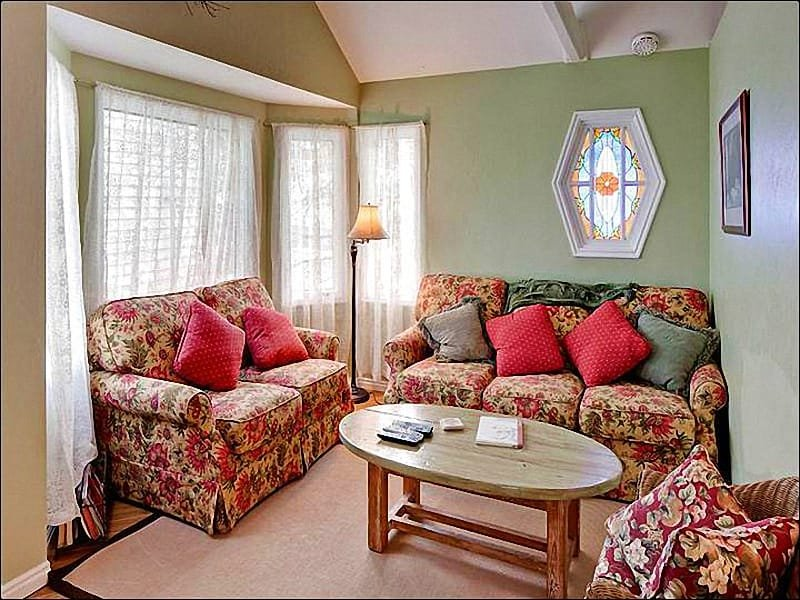 Cozy Living Room Boasts Beautiful Furnishings - Cute Home on Lowell Avenue - Lovely Architectural Finishes (25324) - Park City - rentals