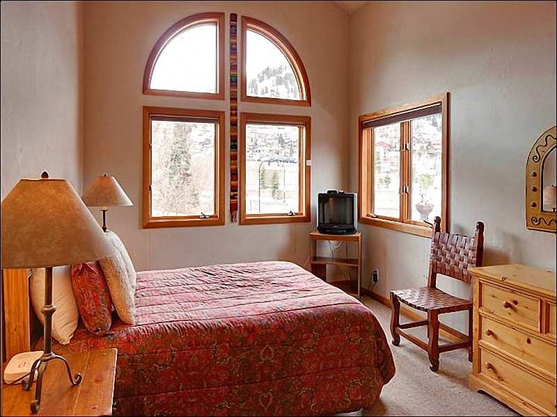 Master Bedroom Boasts a Queen Bed, Vaulted Ceilings, a TV, and Private Bath - Spacious & Centrally Located Duplex - Newly Furnished (25325) - Park City - rentals