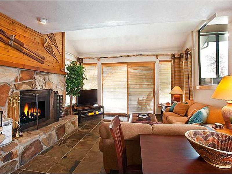 Living Room Boasts Rustic Finishes and Modern Amenities - Perfect for a Family or Group Vacation - Slate, Granite & Hardwood Finishes (25320) - Park City - rentals