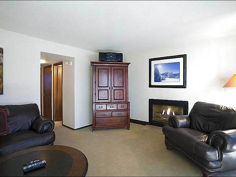 Leather Furnishings and a Gas Fireplace in the Living Room - Beautifully Upgraded Condo with Loft - Located on Park Meadows Country Club (25328) - Park City - rentals