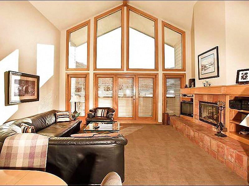 Living Room Boasts Vaulted Ceilings and a Fireplace - Open & Airy Top-Floor Condo - Mountain and Pond Views (25329) - Park City - rentals
