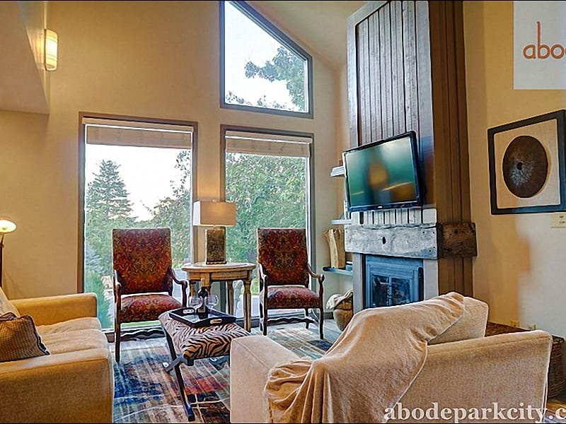 Vaulted Ceilings, a Fireplace, and Flat-Screen TV in the Living Room - Wonderful Family Condo - Lovely Golf Course Location (25332) - Park City - rentals