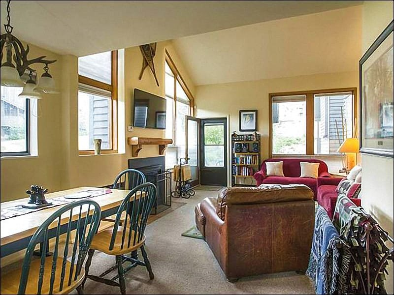 Living Room Boasts a Large Flat-Screen TV and Fireplace - Spacious Townhouse with Beautiful Decor - Perfect for Families & Friends (25336) - Park City - rentals