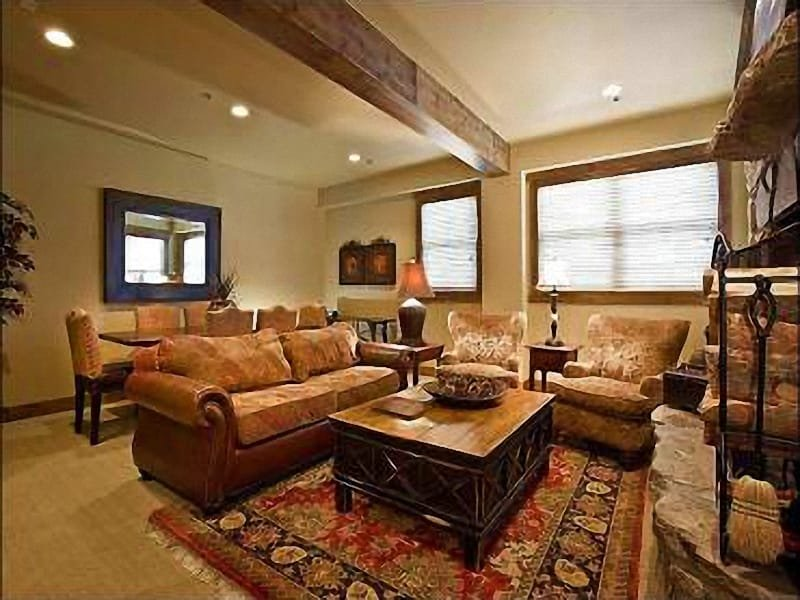 Great Room - Complimentary On-Call Local Shuttle Service  - Easy Access to Renowned Silver Lake Village (25347) - Park City - rentals
