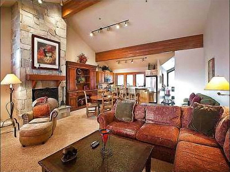Living Room with Fireplace - Scenic Mountain Views - Walk to Local Shops andRestaurants (25403) - Park City - rentals