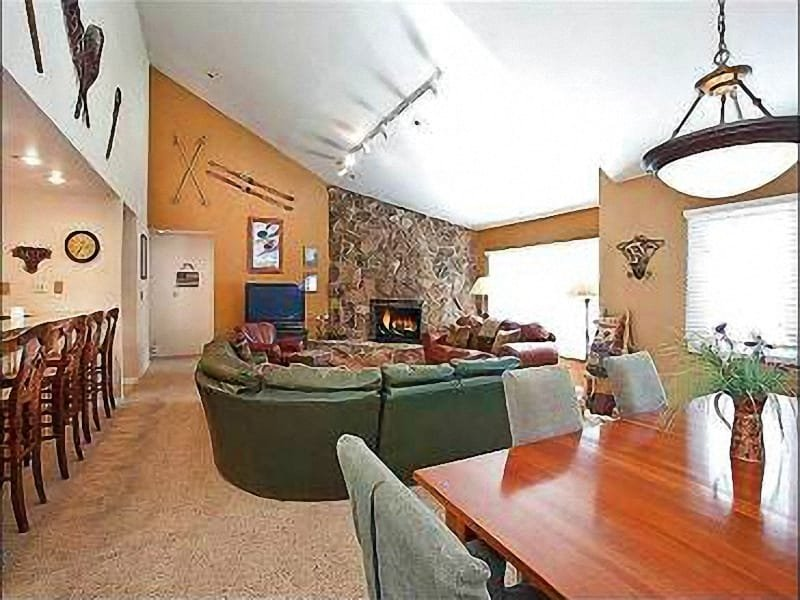 Living Room - Views of the Mountains and Snow Park Ponds - Walk to Local  Shops and Restaurants (25408) - Park City - rentals