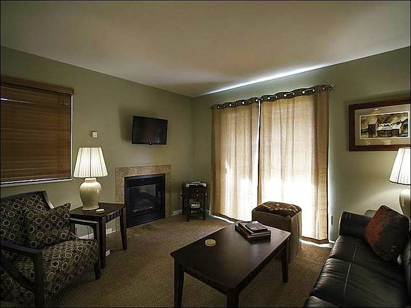 Living Area - Beautiful Valley Views - Shared Outdoor Hot Tub and Pool (25418) - Park City - rentals