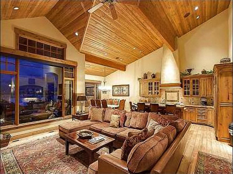 Spacious Living Room with View of Kitchen - Fantastic Mountain Views - Well Appointed with Spacious Layout (25419) - Park City - rentals
