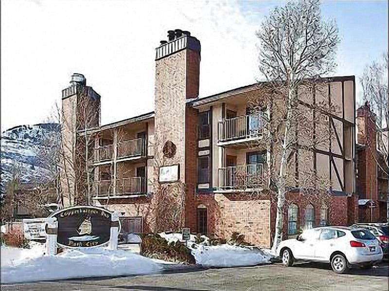 Exterior View - Shared Indoor Hot Tub - Just a Short Walk to Dining and Shopping (25440) - Park City - rentals