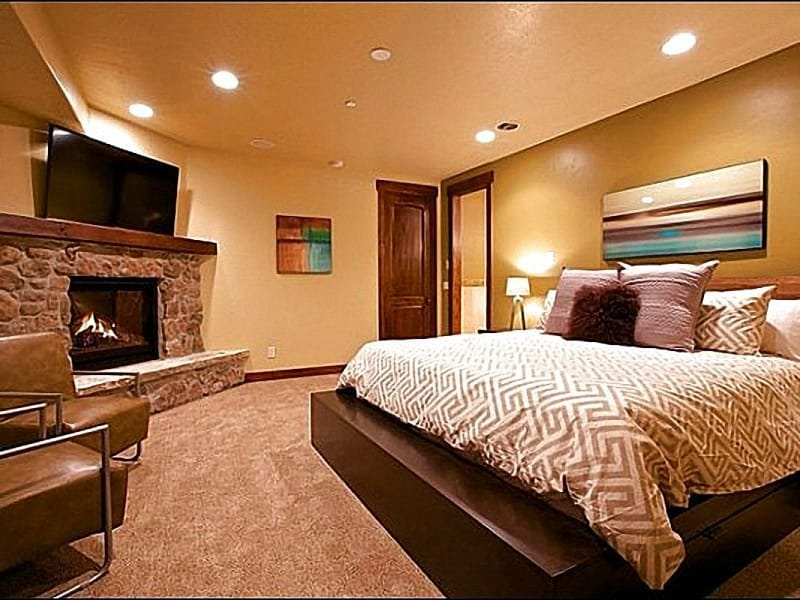 Stylish Master Bedroom has a King Bed and Personal Fireplace - Just a Short Walk to Main Street - Tasteful Custom Furnishings (25451) - Park City - rentals