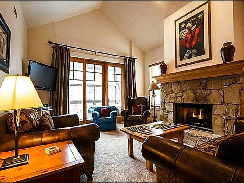 Living Room has Vaulted Ceilings and a Gas Fireplace - One Block from Main Street - Vaulted Ceilings & Rustic Decor (25475) - Park City - rentals
